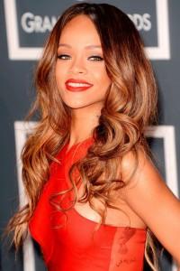 Rihanna, bayalage su capelli castani